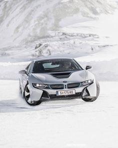 """Páči sa mi to: 271.9 tis., komentáre: 824 – BMW (@bmw) na Instagrame: """"Blaze every trail. The plug-in hybrid #BMWi8 Coupé. @BMWi #BMWrepost @merkphotography #BMW…"""""""