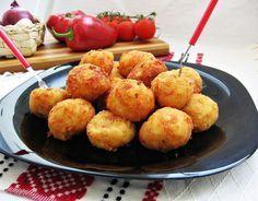 Și aspectuoase și gustoase, aceste bulete de cascaval cu cartofi si sunca presata, merită preparate printre aperitivele unei mese festive.