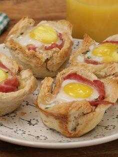 Gebackene Toast-Muffins mit Ei und Speck