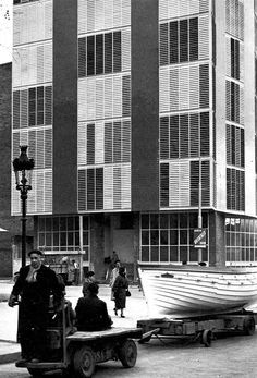 Edifici a la Barceloneta, Barcelona, Catalunya - Josep Antoni Coderch (Barcelona, Catalonia, 1913 - 1984)