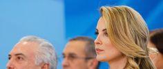 Jornal suíço compara Marcela Temer a Maria Antonieta A matéria destaca que a esposa de Temer conta com 50 empregados na residência oficial, ostenta uma rotina de compras e viagens de luxo