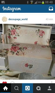 Decoupage com relevo Painted Boxes, Wooden Boxes, Hand Painted, Decoupage Art, Decoupage Vintage, Vintage Box, Shabby Vintage, Shabby Boxes, Pretty Box