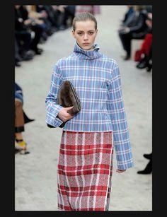 Hiver 2013-2014 en images : Céline superpose les carreaux.  (Les défilés sur Femmeactuelle.fr http://www.femmeactuelle.fr/mode/fashion-week/le-meilleur-des-defiles-de-l-hiver-2013-2014-15739)