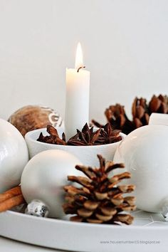 Hoping for a more simplistic Holiday season? Embracing a Scandinavian Christmas just might be your ticket! 25 images and ideas for a Scandinavian Christmas. Noel Christmas, Rustic Christmas, All Things Christmas, Winter Christmas, Christmas Crafts, Christmas Candles, Christmas Flatlay, Minimal Christmas, Natural Christmas