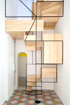 Wendeltreppe helles Holz Stahl modern geometrisch #modern #stairs