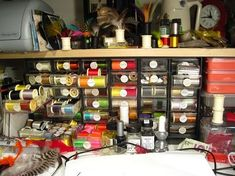 Everyday Fly Tying Tips - A couple things I've learned over the years - Global FlyFisher Fishing Knots, Fishing Lures, Fly Fishing, Fishing 101, Fishing Stuff, Fly Tying Desk, Fly Tying Tools, Lure Making, Fly Tying Patterns