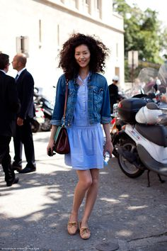 Love this spring/summer look with the jean jacket // #StreetStyle