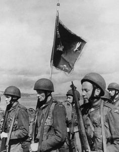 Polish Army Parachutists On 1944 (Photo by Keystone-France/Gamma-Keystone via Getty Images) pin by Paolo Marzioli Battle Of Monte Cassino, Normandy Ww2, Poland Ww2, Poland History, British Uniforms, Paratrooper, British Army, Special Forces, North Africa