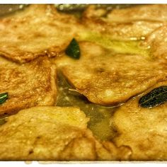 Seitan's lemon escalopes: simply delicious. A traditional Italian main dish, here in my vegan version. Full recipe on www.theveganitalian.net #vegan #seitan #seitanescalopes #lemon #italianfood
