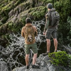 Mode Plein Air, Style Brut, Country Attire, Adventure Outfit, Outdoor Men, Tactical Survival, Rugged Style, Outdoor Fashion, Adventure Photography