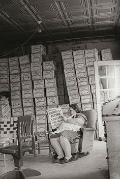 Mrs. Tomlinson in the house of tomatoes, 1967 - Paul Kwilecki