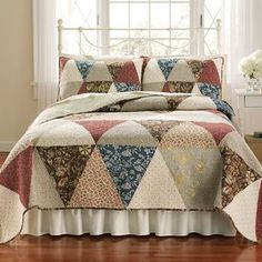Lambrook Patchwork Quilt - this is a good pattern for large prints Colchas Quilting, Quilting Projects, Quilting Designs, Big Block Quilts, Quilt Blocks, Quilt Kits, Mini Quilts, Rag Quilt, Easy Quilts