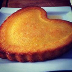 Il nous reste souvent quelques clémentines en cuisine. Pour ne pas les gaspiller, voici une belle idée pour les utiliser sur une recette de Sophie DUDEMAINE. Un gâteau frais et doux à la fois qui se déguste comme une gourmandise de Noël ! Pour 6/8 personnes...
