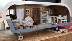 Dollhouse: Trailer (by Ben) ahh! two loves together! Mini Caravan, Mini Camper, Diy Dollhouse, Dollhouse Miniatures, Barbie Camper, Trailer Kits, Small Travel Trailers, Barbie Furniture, Miniture Things