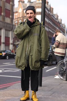 London Fashion by Paul: Street Muses Mode Masculine, Sweater Outfits, Fall Outfits, Best Mens Fashion, Military Fashion, Stylish Men, Denim Fashion, Dr. Martens, Streetwear Fashion