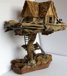 New fairy tree house miniatures 20 ideas Miniature Trees, Miniature Houses, Miniature Fairy Gardens, Fairy Tree Houses, Fairy Garden Houses, Fairy Crafts, Fairy Furniture, Gnome House, Fairy Doors