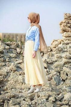 yellow skirt hijab look- Maxi jupes chic hijab http://www.justtrendygirls.com/maxi-jupes-chic-hijab/