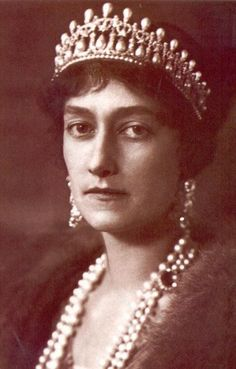 Princess Antonia of Luxembourg, second wife of Rupprecht, Crown Prince of Bavaria, wearing the lover's knot tiara