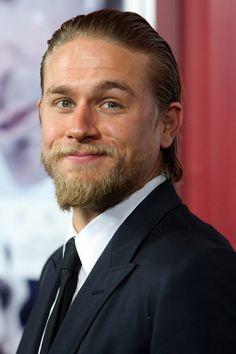 Charlie Hunnam looks a lot like Brad Pitt