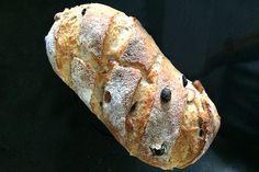 Pão de castanha-do-pará e uva-passa Sweet Bread, Donuts, Healthy Recipes, Food, Breads, Puff Pastry Recipes, Bread Types, Homemade Pasta, Brown Bread