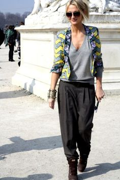 As you can see, looking stylish doesn't require that much effort. Consider wearing a green-yellow blazer and black wide leg pants and you'll look incredibly stylish. Get a bit experimental on the shoe front and play down your outfit by finishing with Mode Chic, Mode Style, Look Fashion, Womens Fashion, Fashion Trends, Street Fashion, Mode Lookbook, Yellow Blazer, What Should I Wear