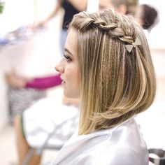 Breathtaking Braided Angled Bob Hairstyles 2019 for Prom That Are Simply Gorgeous. Bob Hairstyles are Always Look Stunning and You Can Get More Attraction and Cuteness by Adding Little Braids into Angled Bob Hairstyles for Glamorous Look Angled Bob Hairstyles, Box Braids Hairstyles, Formal Hairstyles, Girl Hairstyles, Hairstyle Ideas, Popular Hairstyles, Braided Hairstyles For Short Hair, Little Girl Short Hairstyles, Teenage Hairstyles