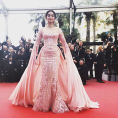 Sonam Kapoor Cannes 2017 She had, in an earlier interview, said that she did not prepare much for the Cannes Film Festival owing to her busy schedule. Ball Gowns Evening, Evening Dresses, Sexy Dresses, Prom Dresses, Fashion Dresses, Silver Bridesmaid Dresses, Hijab Style Dress, Drape Gowns, Pakistani Bridal Dresses