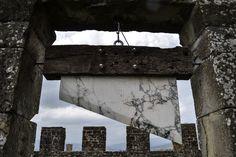 """JAGO   Artist - """"Monumento al Libero Pensiero"""" - sculpture 2016 - marmo, legno, acciaio."""