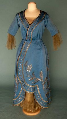 Evening Gown CALLOT SOEURS Couture (1895 - 1952) WINTER 1915-1916 Silk Faille embroidered with silver tinsel.