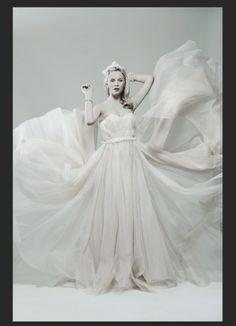 Make-up and Hair: Betty Amrhein Kleid: Frida Weyer Fotograf: Bert Spangemacher Hut: Fiona Bennett