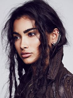 eyebrows - female - earrings - brunette - brown - shoulder up portrait Poses, Pretty People, Beautiful People, Beautiful Women, Female Character Inspiration, People Of The World, Interesting Faces, Drawing People, Woman Face