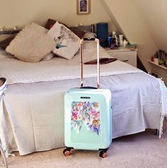 INTHEFROW fashion blogger jets off with her #TedBaker #suitcase! Get yours from Global Luggage today. http://www.globalluggage.co.uk/brands/ted-baker