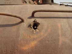 cimetiere de tanks au koweit 11   Cimetière de tanks au Koweit   tank sable photo Koweit image guerre golf désert cimetière
