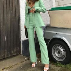 Urban Outfitters Outfit, Mode Ootd, Mode Hijab, Trendy Outfits, Cute Outfits, Fashion Outfits, Green Outfits For Women, Mint Green Outfits, Miami Outfits