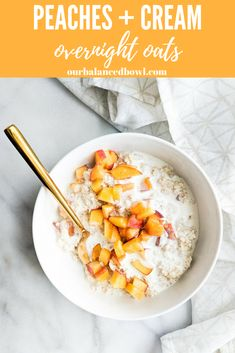 Yup, all of those are checked off. These Peaches and Cream Overnight Oats are refined sugar free and the creamiest oatmeal you will ever eat! Overnight Oats Almond Milk, Peach Oatmeal, Healthy Breakfast Smoothies, Vegetarian Breakfast, Healthy Breakfasts, Healthy Snacks, Clean Eating Snacks, Healthy Eating