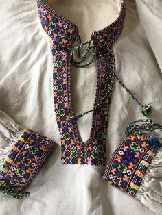 Balochi Dress, Dress Painting, Embroidery On Clothes, Boho Fashion, Womens Fashion, Beautiful Blouses, Embroidery Designs, Cross Stitch, Crafts