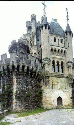 Castillo de Butrón, Vizcaya Shared by Motorcycle Fairings - Motocc Beautiful Castles, Beautiful Buildings, Beautiful Places, Chateau Medieval, Medieval Castle, Castle Ruins, Castle House, Ancient Architecture, Amazing Architecture