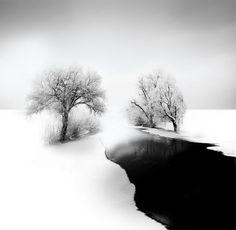 Photographies minimalistes en noir et blanc par Vassilis Tangoulis