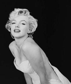 Marilyn Monroe flashing a bit of cleavage