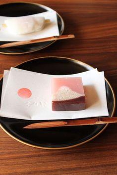 富士遠望と花びら餅 Wagashi of January