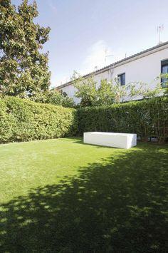 otro ejemplo de un jardin que combina cesped artificial y piscina cesped artificial piscinas pinterest