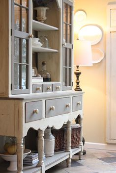 Beautifully painted in French Linen and Old White Chalk Paint® decorative paint colours by Annie Sloan nice color combo to paint her bedroom set! Chalk Paint Furniture, Furniture Projects, Furniture Makeover, Diy Furniture, Dresser Makeovers, Furniture Design, Distressed Furniture, Repurposed Furniture, Annie Sloan