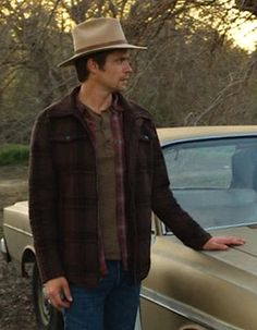 """Timothy Olyphant as Deputy U.S. Marshal Raylan Givens on Justified (Episode 2.13: """"Bloody Harlan"""", 2011)."""