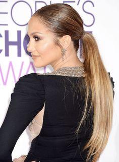 Jennifer Lopez stuns at the 2017 People's Choice Awards