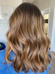 Auburn Highlights, Brown Hair With Highlights, Brown Hair Colors, Light Golden Brown Hair, Light Auburn, Brunette Hair, Hair Dos, Shoulder Length, Fall Hair