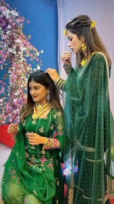 Fancy Wedding Dresses, Party Wear Indian Dresses, Designer Party Wear Dresses, Indian Fashion Dresses, Indian Outfits, Stylish Dresses For Girls, Stylish Dress Designs, Girls Dresses, Indian Wedding Video