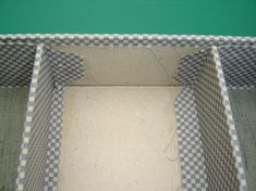placer une cloison dans une boîte ou un tiroir....to place a partition in a box or a drawer….