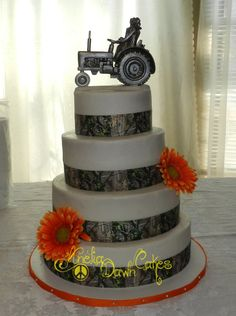 4 tier camo wedding cake.