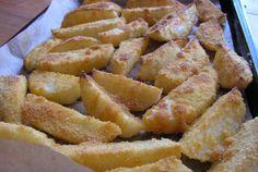 Retete Culinare - Cartofi crocanti la cuptor Romanian Food, Hungarian Recipes, Onion Rings, Side Dishes, Good Food, Goodies, Brunch, Potatoes, Vegetarian