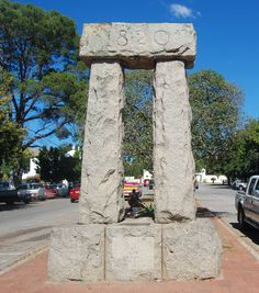 A granite trilithon in High Street commemorates the arrival year of the Settlers. The Settlers, Urban Design, Granite, South Africa, Cape, Saints, Culture, History, Architecture